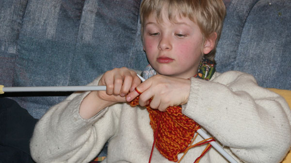Sondre strikker pannebånd