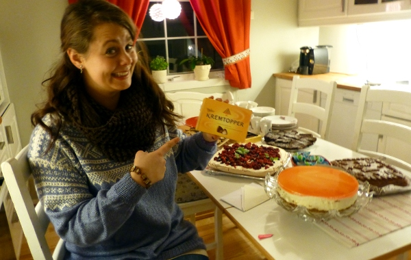 Margrete med ny genser fra mor og de obligatoriske Kremtoppene fra bestemor!
