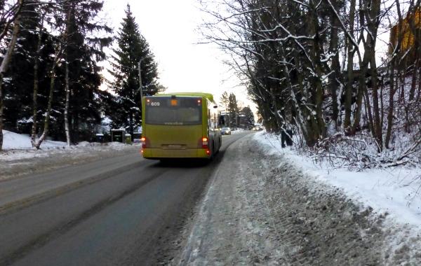 .... og bussene passerer meg opp bakkene