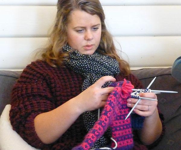 Margrete er en ræser til å strikke