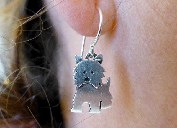 Nusselige bittesmå cairn-øreringer
